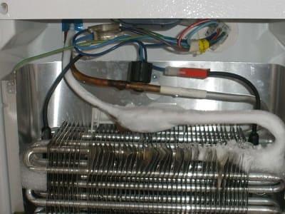 Холодильник перестал холодить и морозить - причины поломки, ремонт в Севастополе