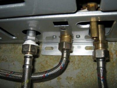Газовая колонка подтекает - причины поломки, ремонт в Ялте